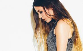 Miriam Bryant, Miriam Bryant hat ihr neues Album Raised In Rain veröffentlicht