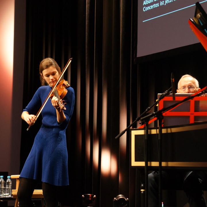 Janine Jansen mit ihrem Vater Jan Jansen am Cembalo
