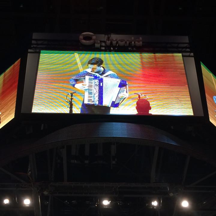 Martynas' Auftritt beim Basketball-Bundesligaspiel Alba Berlin vs. TBB Trier