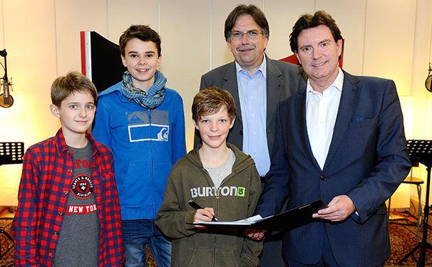 Die Chorjungen, Deutsche Grammophon nimmt Deutschlands erste klassische Boy Band unter Vertrag