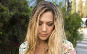 Colbie Caillat, Ab jetzt erhältlich: Colbie Caillat veröffentlicht Hold On als digitale Single