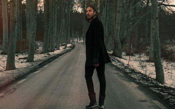 John Martin, John Martin meldet sich mit einer Remix EP zur Debüt-Single Anywhere For You zurück