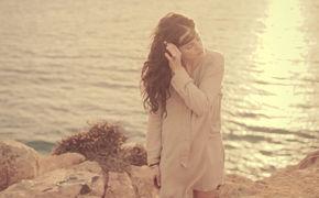 Anna F., Anna F. hat ihr neues Video zur Single Too Far veröffentlicht