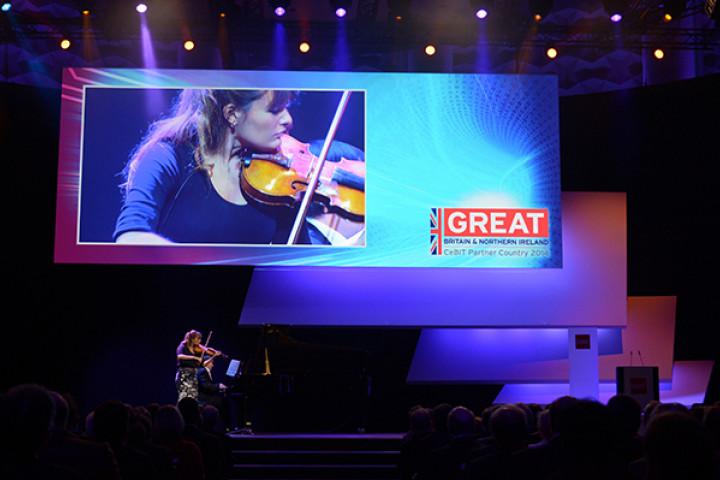 Nicola Benedetti bei der Eröffnungszeremonie der CEBIT 2014