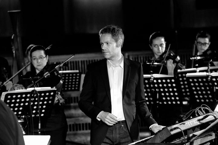 Max Richter bei Aufnahmem zu Recomposed