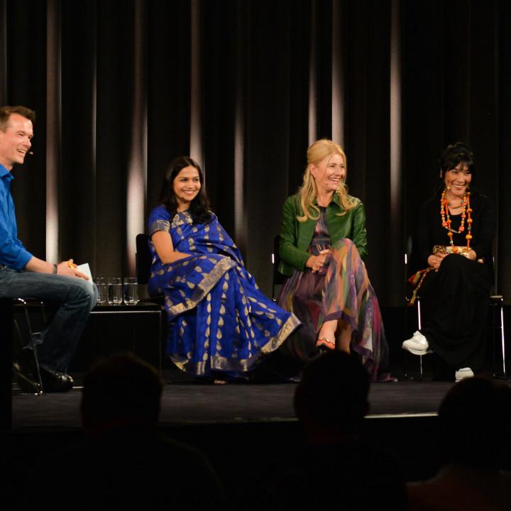 Peter Twiehaus (ZDF), Sawani Shende-Sathaye, Regula Curti und Dechen Shak-Dagsay im Apple Store, Kurfürstendamm, 20.05.2014