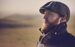 Alex Clare, Three Hearts ist da: Hier in das zweite Album von Alex Clare reinhören und mehr erfahren