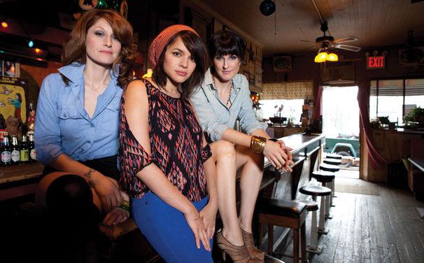 Puss N Boots, Drei gestiefelte Katzen: Puss'n Boots sind Norah Jones, Catherine Popper und Sasha Dobson