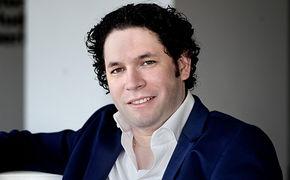 Gustavo Dudamel, Gustavo Dudamel springt in Redefin für Sir Simon Rattle ein