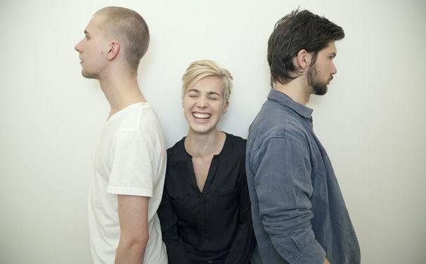 Julia Kadel Trio, Debüt-Album mit Vorschuss-Lorbeeren
