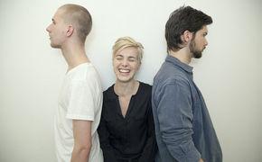 Julia Kadel Trio, Nachwuchs bei Blue Note: Hier in das Debüt Im Vertrauen des Julia Kadel Trios reinhören