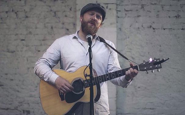 Alex Clare, In unserem Backstage Bereich: Alex Clare mit einer Akustik-Version seiner Single War Rages On