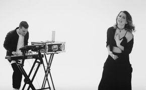 Broods, Zarte Vocals und elektronische Beats: Seht jetzt das Musikvideo zu Mother & Father von Broods