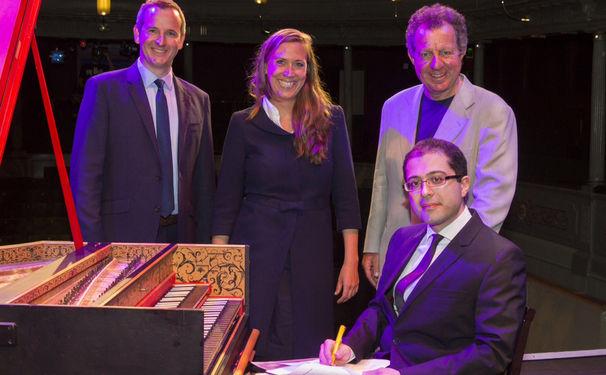 Mahan Esfahani, Cembalist Mahan Esfahani unterzeichnet bei Deutsche Grammophon