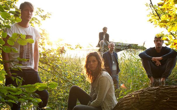 Juli, Zehn Jahre nach der perfekten Welle: Juli melden sich mit neuem Album Insel zurück