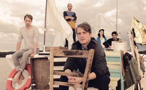 Juli, Jetzt anhören: Juli verlängern mit ihrem neuen Album Insel den Sommer