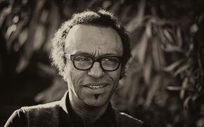 Manu Katché, Porträt eines außergewöhnlichen Farbkünstlers