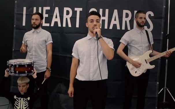 I Heart Sharks, Seht das I Heart Sharks Video Karaoke