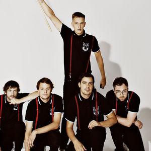 Kraftklub h rt jetzt die neue kraftklub single unsere for Fenster kraftklub