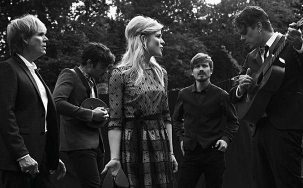 The Common Linnets, Mitte November 2014 mit sechs zusätzlichen Songs: The Common Linnets präsentieren Special Edition ihres Debüts