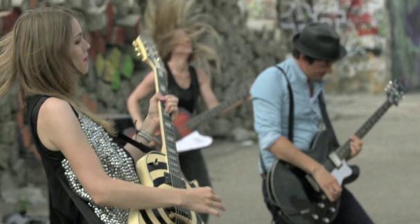 Bollmer, Das erste Bollmer Video! Seht euch hier die Videopremiere von Berlin auf Clipfish an!