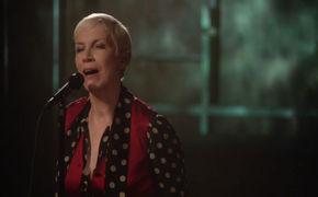 Annie Lennox, Nostalgie und Hexenbann - Videopremiere zum neuen Annie-Lennox-Album