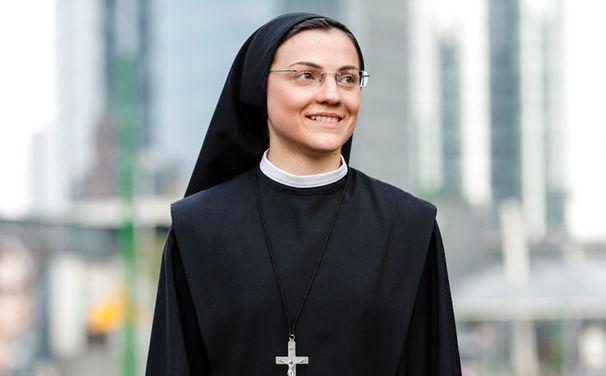 Sister Cristina, Like A Virgin: Seht hier zwei Live-Auftritte von Sister Cristina