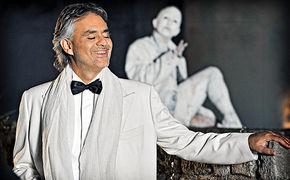 Andrea Bocelli, Entdeckt hier Andrea Bocellis erste große Liebe: Die Oper