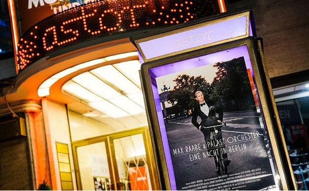 Max Raabe, Filmpremiere von Max Raabe & Palast Orchester Eine Nacht in Berlin in der Astor Film Lounge Berlin