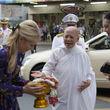 Ankunft HRH Prinzessin Srirasmi, Empfang durch Dechen Shak-Dagsay, Regula Curti und Ven. Mae Che Sansanee