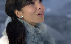 Indila, Schaut rein: Indila präsentiert ihr Musik-Video zum Song  Love Story aus der Mini World Deluxe Edition