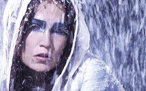 Tarja, Nach Nightwish mit epochaler Hymne I Walk Alone auf dem Weg um die Welt
