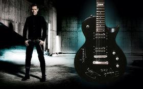Emigrate, Von Emigrate signiert: Gewinnt eine E-Gitarre der Marke ESP