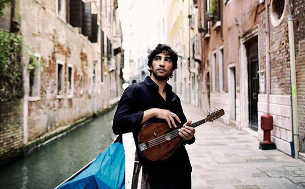Avi Avital, Viva Vivaldi! Eine Venedische Videopremiere auf Sinfinimusic.com