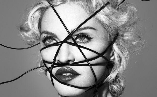 Madonna, Manege frei: Madonna präsentiert das neue Video zur Single Living For Love auf Snapchat