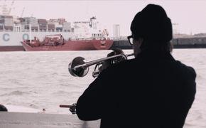 Element Of Crime, Auf Barkassenfahrt in Hamburg: Seht das neue Video Rette mich (vor mir selber)