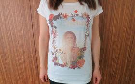 Katy Perry, Holt euch jetzt eines von drei Katy Perry Prism-Shirts in S, M oder L nach Hause