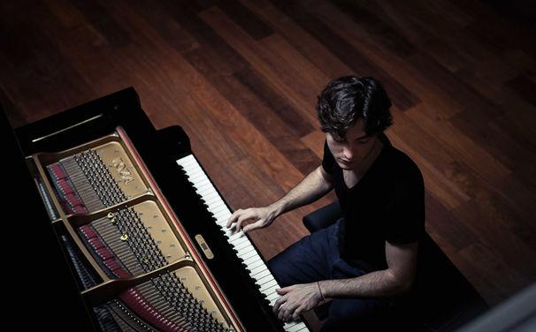Various Artists, Thomas Enhco mit seinem Album Feathers: Liebesgeschichte für Solo-Piano