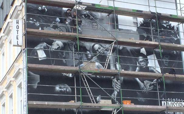 Kendrick Lamar, #KendrickBerlin: Kendrick Lamars Albumcover zu To Pimp A Butterfly als Graffiti an Berliner Hauswand