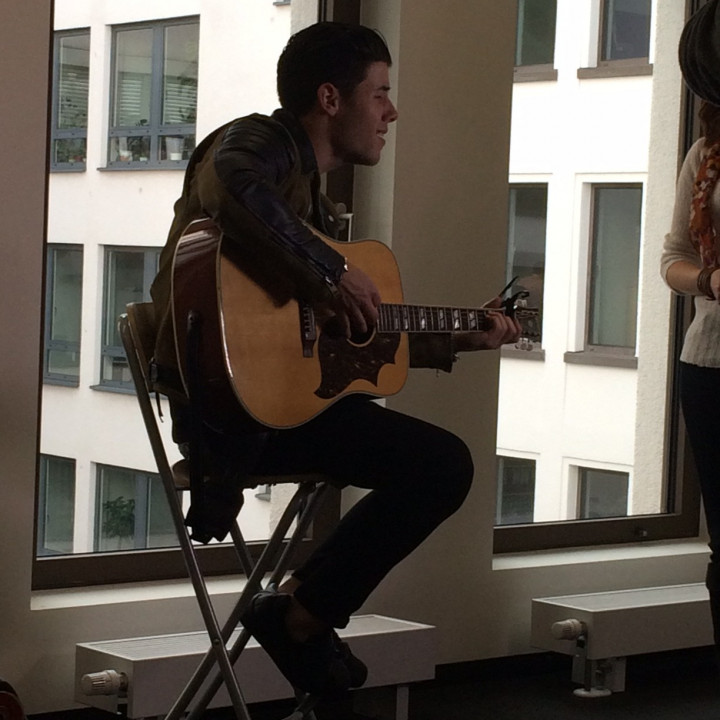 Nick Jonas Performance für RTL 20150407