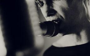 Tüsn, Düstere Fesselspiele: Seht Tüsn in ihrem neuen Video Zwang