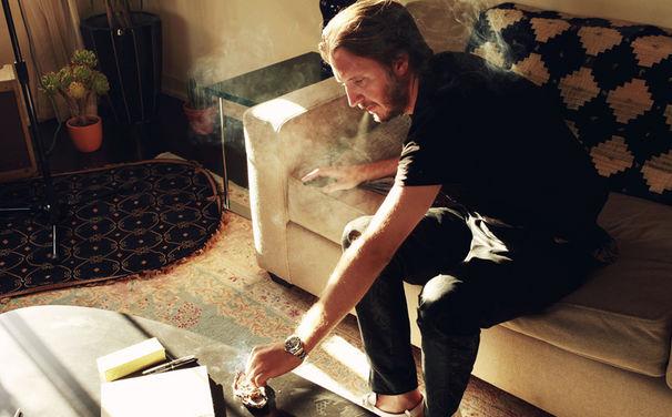 Emile Haynie, Surf-Rock, Britpop, R&B und Hip-Hop: Produzent Emile Haynie veröffentlicht Debüt-Album We Fall mit hochkarätigen Gästen