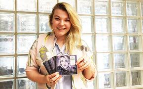Charley Ann, Gewinnt signierte Charley Ann Alben auf Universal Backstage