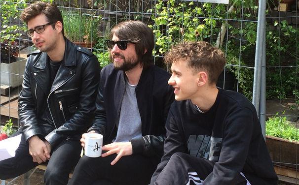 Years & Years, Akustik-Performance, Interviews und Live-Gig: Das hat das Londoner Elektro-Pop Trio Years & Years in Köln erlebt