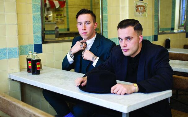Slaves, Frischer Punk-Rock aus UK: Slaves veröffentlichten ihr Debüt-Album Are You Satisfied?