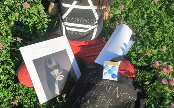 Florence + The Machine, Gewinnt umfangreiche Florence + The Machine Fanpakete mit Vinyl-Album, Poster, Shirt und Co.