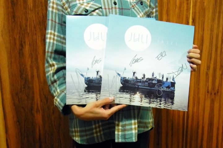 juli-signierte-vinyls.jpg