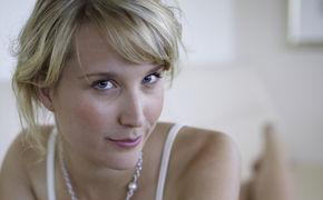 Sarah McKenzie, Videopremiere: Sarah McKenzies hartnäckiger Ohrwurm