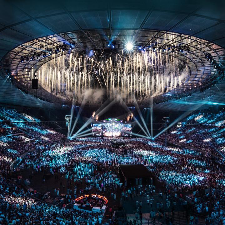 """Helene Fischer Pressebild """"Farbenspiel Live—Die Stadion-Tournee"""" 2015"""