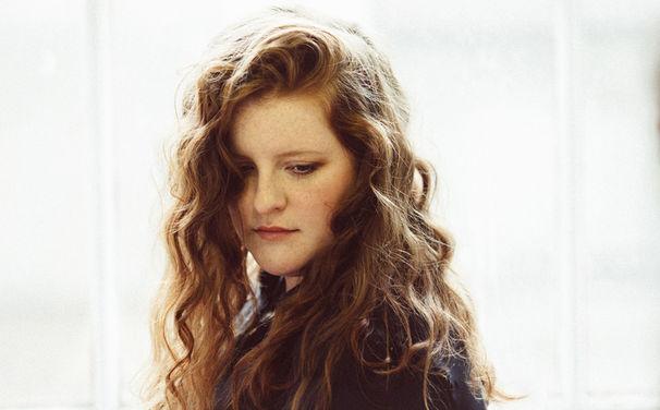 Frances, Gefühlvolles Akustik-Set: Frances erobert die Herzen auf dem amerikanischen Lollapalooza